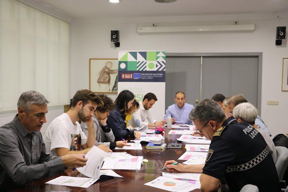 La Unidad de Gestión de la EDUSI, encabezada por el director ejecutivo,Juan Medina, los y las concejales y el equipo técnico municipal se reúnen